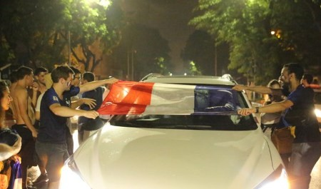 Franceses en Hanoi celebra triunfo en la Copa Mundial del fútbol - ảnh 1