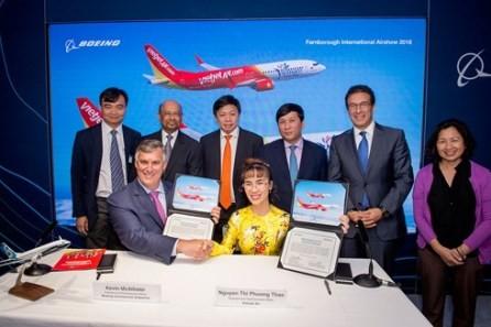 Vietjet firma grandes contratos con gigantes corporaciones aeroespaciales - ảnh 1