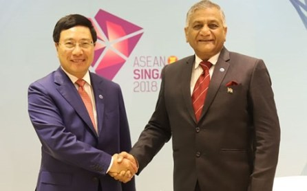 Canciller vietnamita se reúne con el secretario de Estado de India en Singapur - ảnh 1