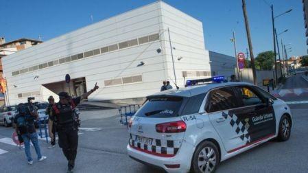 Policía española frustra un ataque terrorista contra una estación de policía en el noreste de Cataluña - ảnh 1