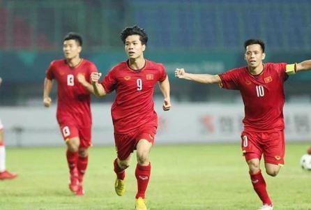 Prensa asiática alaba la victoria histórica de la selección olímpica de Vietnam en Asiad  - ảnh 1
