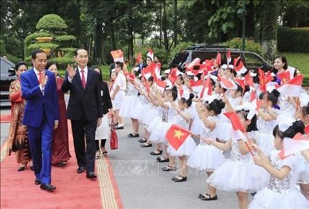 Medios de comunicación indonesios destacan la visita del presidente Joko Widodo a Vietnam - ảnh 1