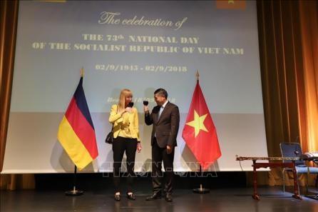 Vietnamitas en Estados Unidos y Alemania celebran Día de la Independencia - ảnh 1