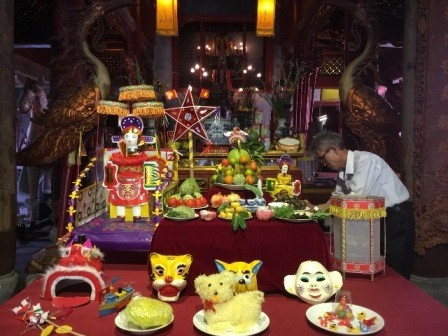 Vivir el ambiente del Festival del Medio Otoño en el casco antiguo de Hanói - ảnh 2