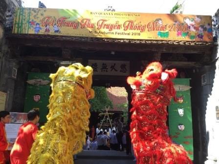 Vivir el ambiente del Festival del Medio Otoño en el casco antiguo de Hanói - ảnh 1