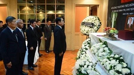 Primer ministro y canciller de Tailandia rinden homenaje al fallecido presidente de Vietnam - ảnh 1