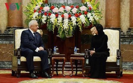 Presidenta interina de Vietnam recibe al jefe del Senado de Bielorrusia - ảnh 1