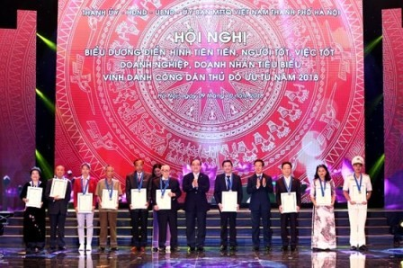 Honran a hanoyenses por sus contribuciones al desarrollo de la capital  - ảnh 1