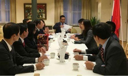 Delegación gubernamental de Vietnam visita Países Bajos - ảnh 1