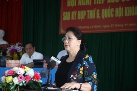 Presidenta del Parlamento de Vietnam se encuentra con electores sureños  - ảnh 1