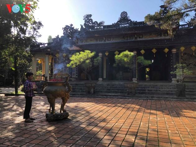 La mística belleza de la pagoda Tu Hieu, en la ciudad de Hue - ảnh 10