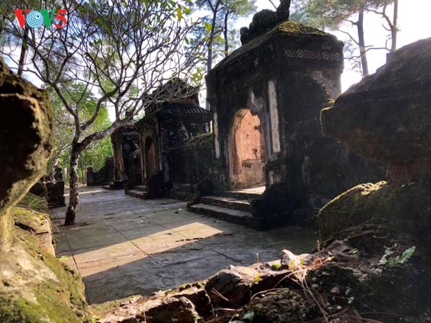 La mística belleza de la pagoda Tu Hieu, en la ciudad de Hue - ảnh 12