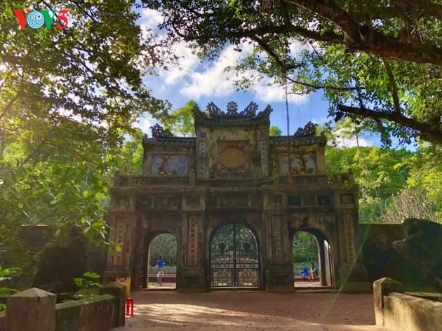 La mística belleza de la pagoda Tu Hieu, en la ciudad de Hue - ảnh 2