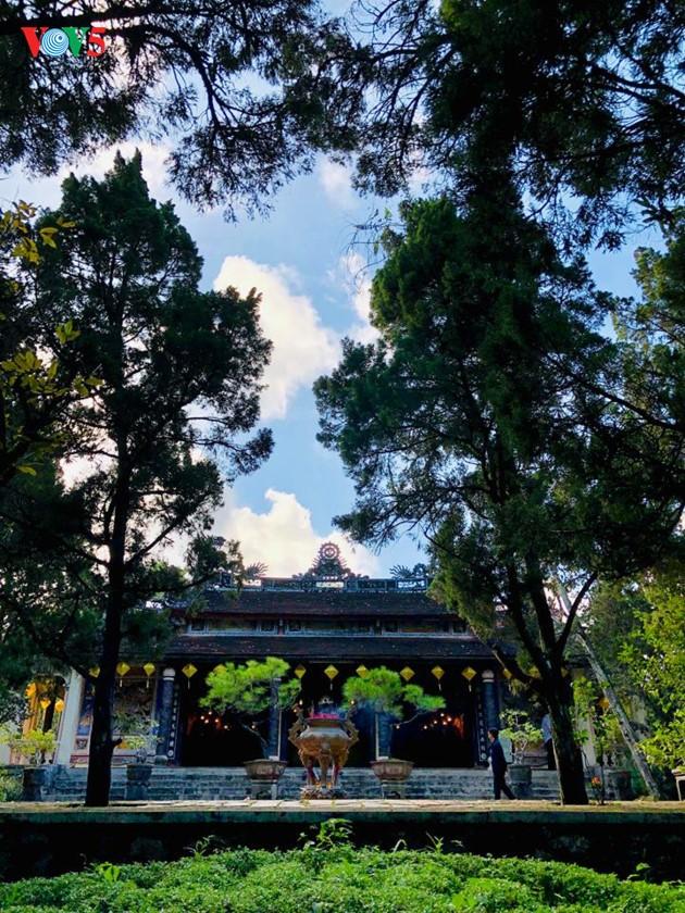 La mística belleza de la pagoda Tu Hieu, en la ciudad de Hue - ảnh 9
