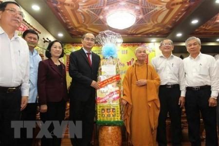 Líder de Ciudad Ho Chi Minh realiza visitas previas a Tet a dignatarios religiosos - ảnh 1