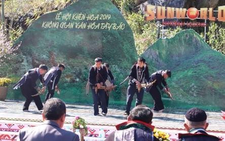 Celebran festivales primaverales en zona turística de Sapa - ảnh 1