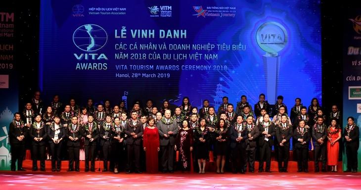 Reconocen las empresas turísticas más destacadas de Vietnam en 2018 - ảnh 1