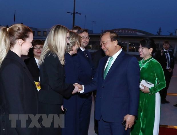 Premier de Vietnam concluye gira por Rumania y República Checa  - ảnh 1