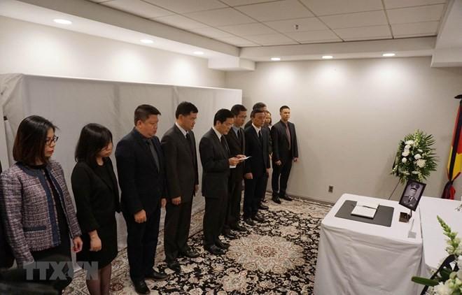 Rinden homenaje al expresidente Le Duc Anh en numerosos países - ảnh 1