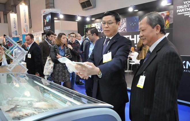 Promueven productos pesqueros de Vietnam en exposición de Bruselas - ảnh 1
