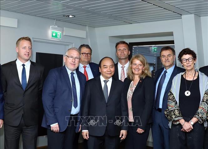 Vietnam da bienvenida a empresas noruegas, afirma primer ministro Nguyen Xuan Phuc - ảnh 1