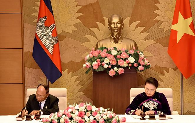 Jefe del Parlamento camboyano visita Vietnam  - ảnh 1