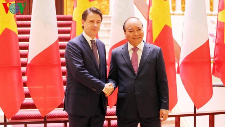 Primer ministro de Italia se reúne con su par vietnamita en visita oficial - ảnh 2