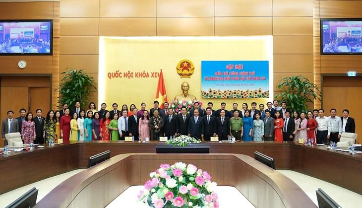 Premier vietnamita urge a más esfuerzos de los legisladores jóvenes por el desarrollo del país  - ảnh 1