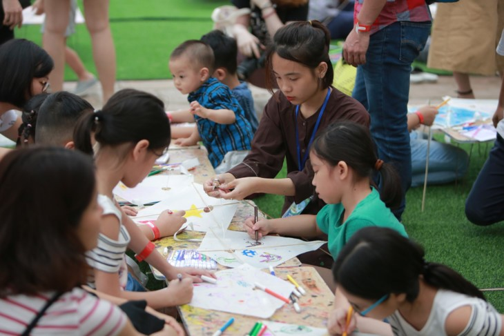 Programa infantil de verano en el Templo de la Literatura  - ảnh 7