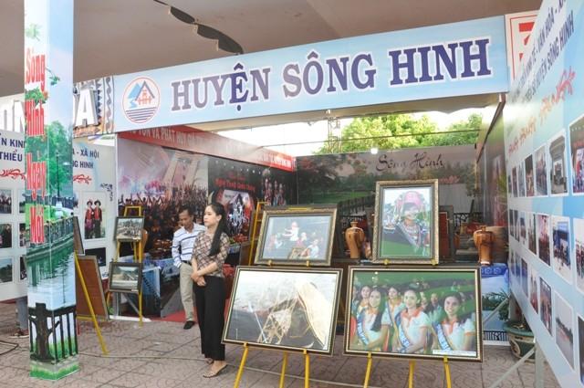 Exposición sobre los logros del desarrollo de la provincia de Phu Yen - ảnh 1