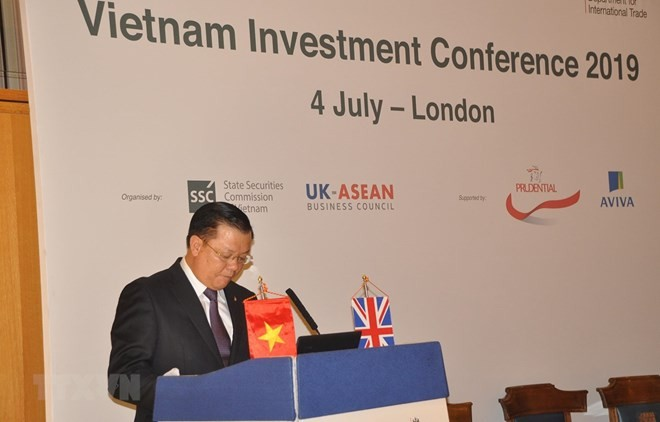 Realizan en Londres conferencia de promoción de inversiones de Vietnam - ảnh 1