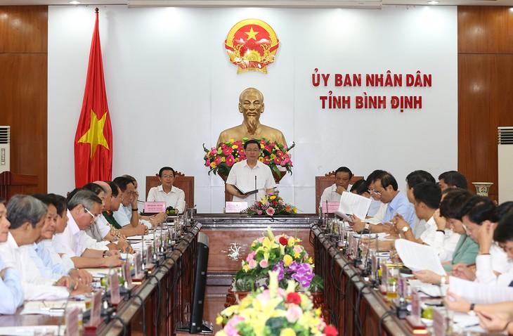 Vicejefe del Gobierno trabaja con autoridades de Binh Dinh - ảnh 1