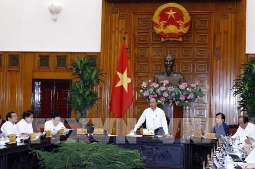 Premier de Vietnam insta a acelerar proyectos de infraestructuras de transporte - ảnh 1
