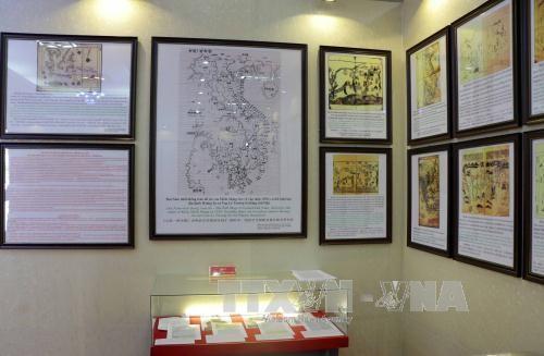 """""""黄沙长沙归属越南——历史和法理证据""""地图和资料展在薄寮省举行 - ảnh 1"""