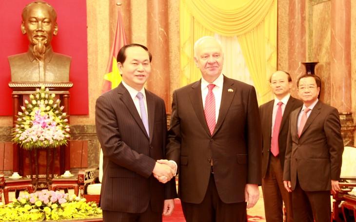 陈大光会见俄罗斯驻越大使弗努科夫和日本驻越大使深田 - ảnh 1