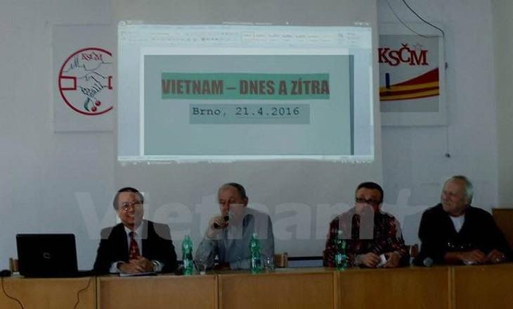 捷克和摩拉维亚共产党举行有关越南发展经验的研讨会 - ảnh 1