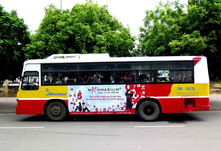 公交车——首都居民的亲密旅伴 - ảnh 1