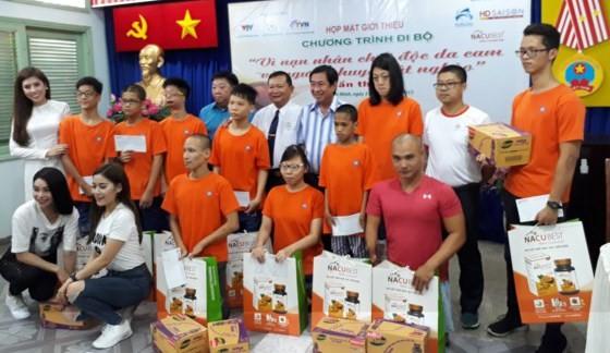 5000人参加步行活动 募款帮助橙剂受害者 - ảnh 1