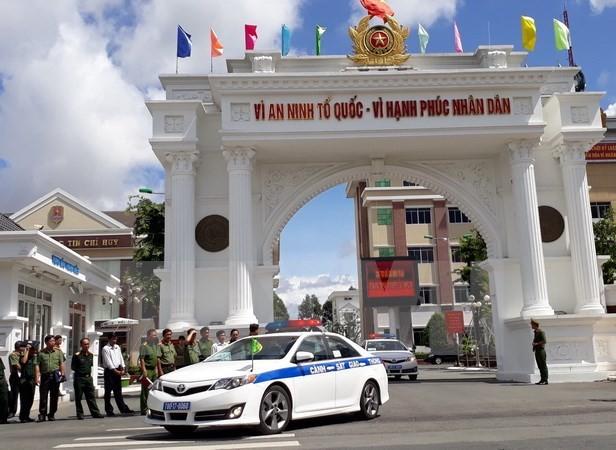 保障2017年亚太经合组织系列会议治安秩序出征仪式在芹苴市举行 - ảnh 1
