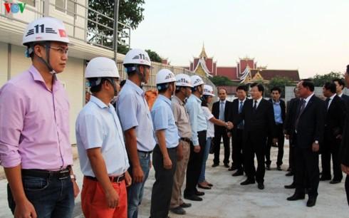 越南政府副总理郑庭勇与老挝国会大厦建设项目指导委员会举行工作会谈 - ảnh 1