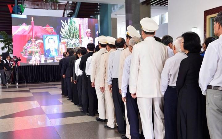 越南全国人民深切悼念前总理潘文凯 - ảnh 1