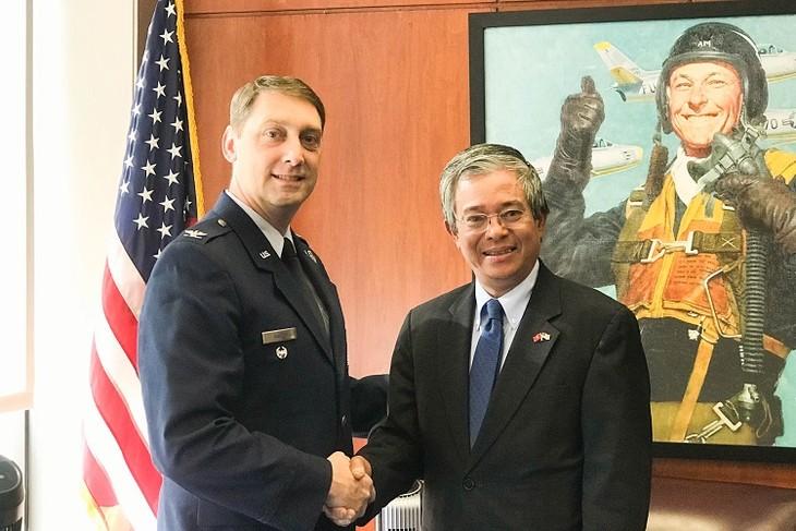 越南驻美大使范光荣访问美国空军学院 - ảnh 1