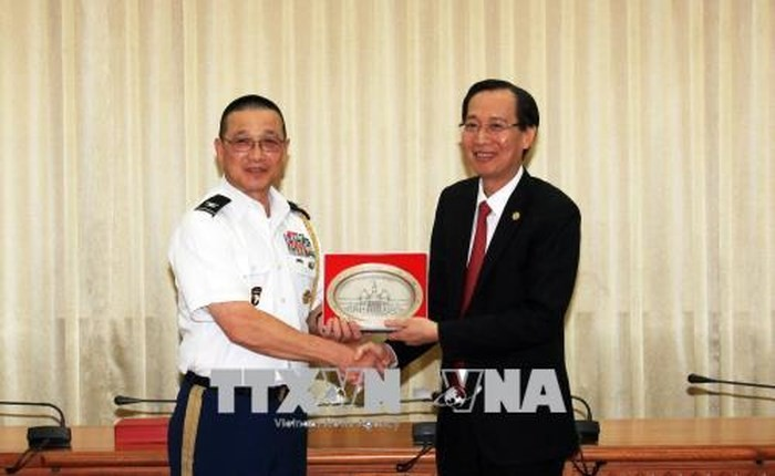 胡志明市领导人会见各国驻越武官代表团 - ảnh 1