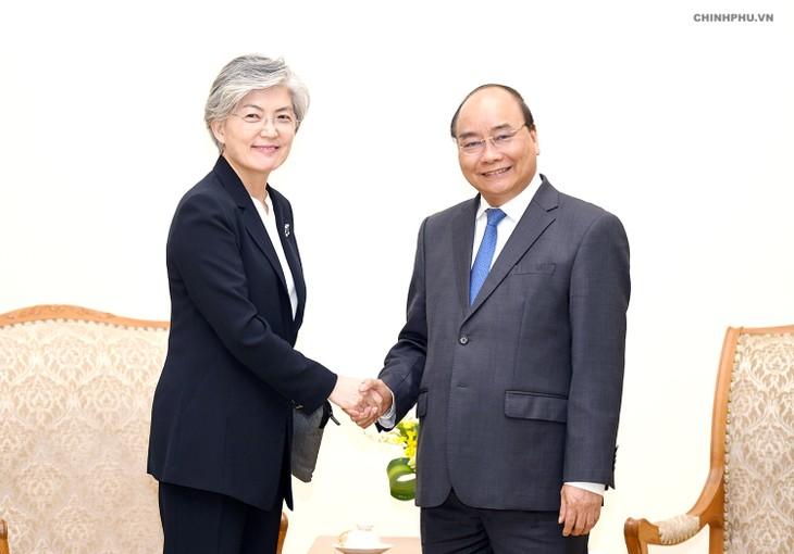 阮春福会见来越出席2018世界经济论坛东盟峰会的中日韩领导人 - ảnh 3