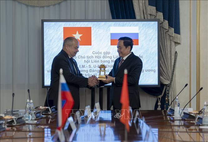 越南祖国阵线中央委员会主席陈清敏与俄联邦委员会副主席乌马哈诺夫举行会谈 - ảnh 1