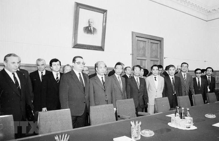 各国领导人向越南党、国会、国家、政府、越南人民和原越共中央总书记杜梅家属致唁电 - ảnh 1