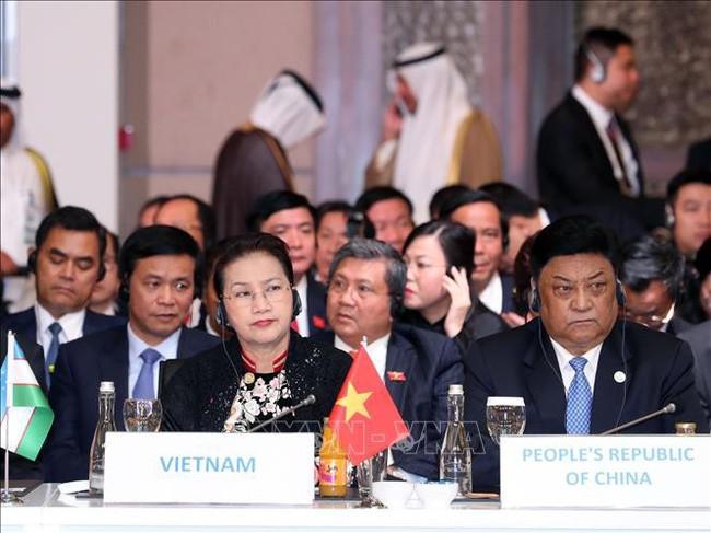 阮氏金银在第三届欧亚国家议长会议第一场全体会议上发表讲话 - ảnh 1