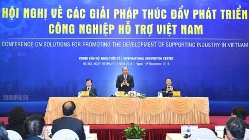 阮春福出席讨论配套工业发展措施的会议 - ảnh 1