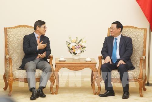越南政府副总理王庭惠会见韩国三星(越南)电子有限责任公司总经理沈沅焕 - ảnh 1