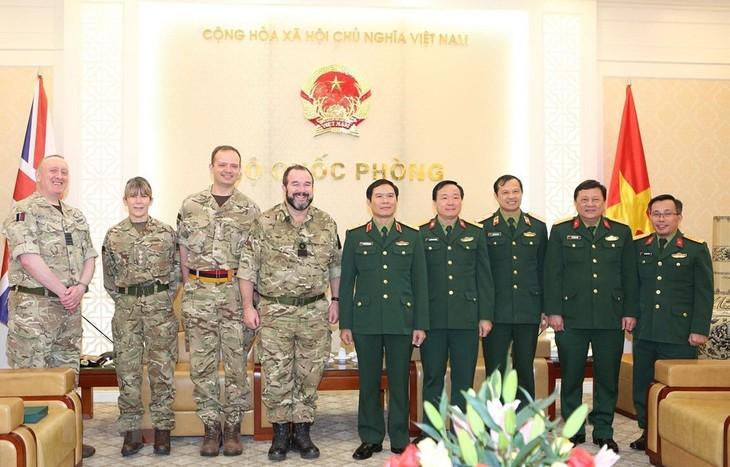 越南和英国加强维和军医合作 - ảnh 1